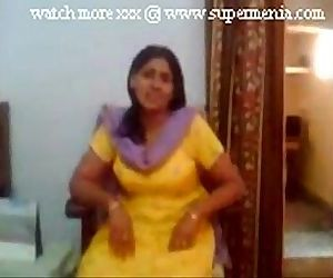 indian punjabi aunty showing..